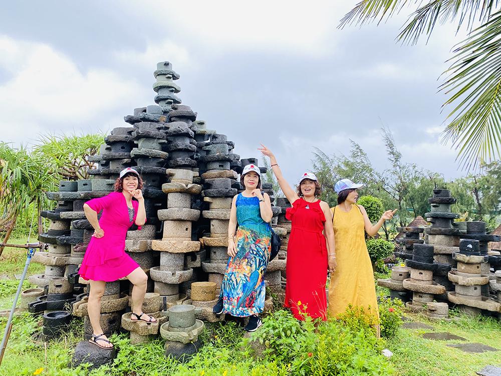 Tour Phú Yên – Hoa vàng trên cỏ xanh